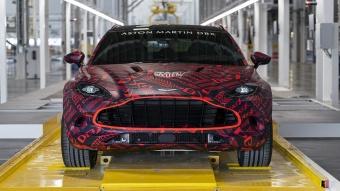 أستون مارتن تبدأ بإنتاج أولى سياراتها في منشأة سانت أثان التصنيعية بمقاطعة ويلز بالمملكة المُتحدة !